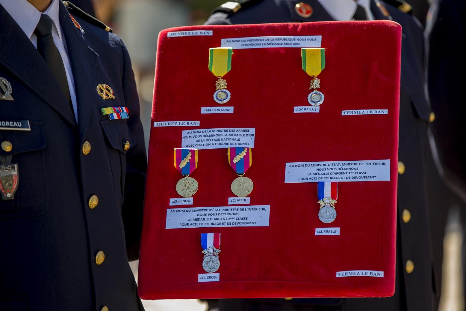 Coussin de medailles